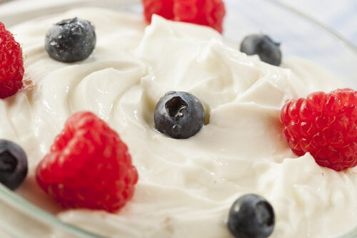 Yoghurt med blåbär och hallon
