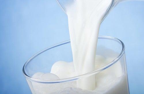Flera olika enkla huskurer med mjölk