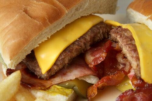 PFOA finns i hamburgare