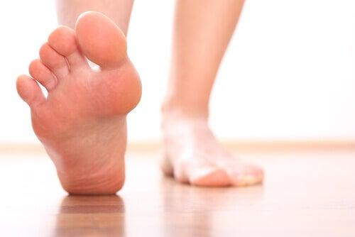 kalla fötter symptom