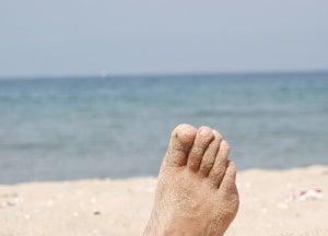 Fot på stranden