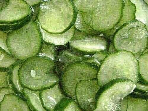 Antirynkmasker med gurkskivor