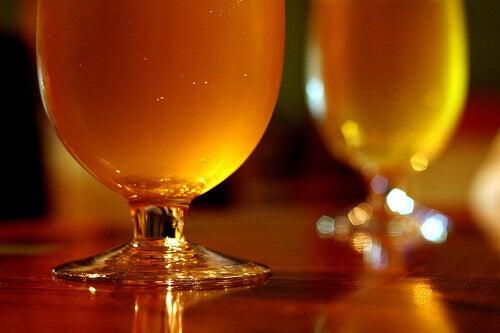 öl innehåller kolsyra