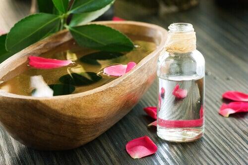 rosblad-i-vatten
