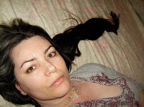 Kvinna med brunt hår