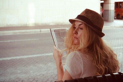 Kvinna i hatt