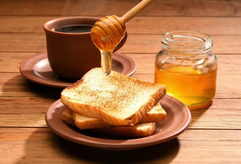 Honung är bra i huskurer för spruckna hälar