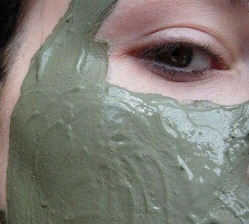 Lermask för skadad hud