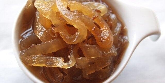 Recept på karamelliserad löksylt du kan göra hemma