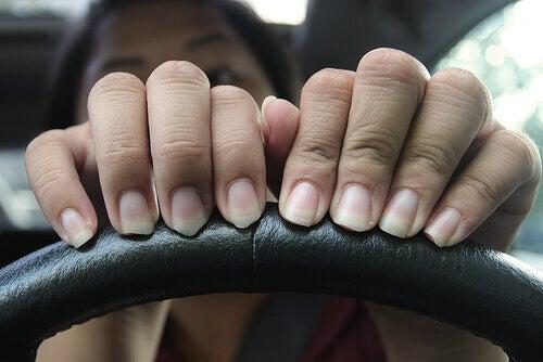 Var varsam mot naglarna