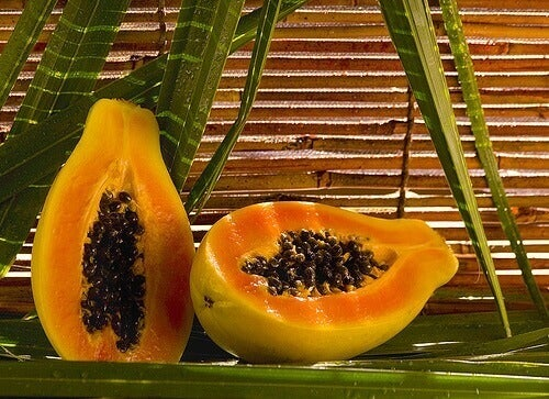 Papaya är naturligt exfolierande