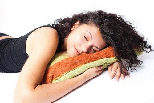 Hur många timmar bör man egentligen sova?