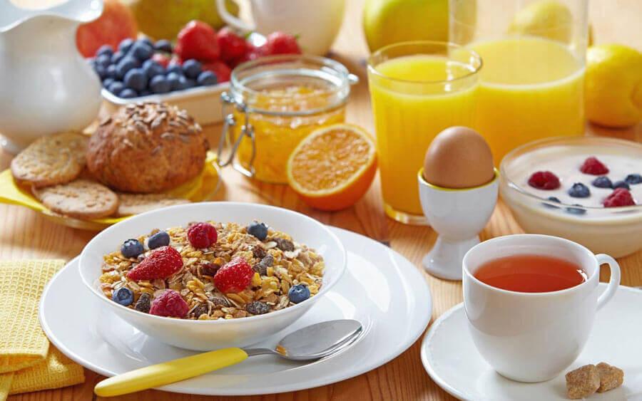 Uppdukad frukost