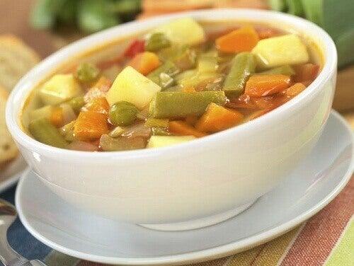 Du kan bränna fett snabbare om du äter soppa