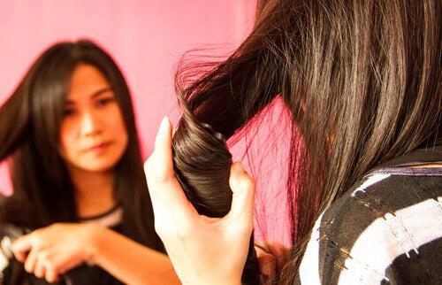 Hur du kan platta håret utan att skada det