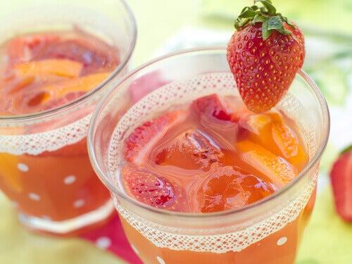 Avgifta kroppen med jordgubbsvatten