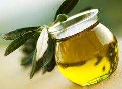 Mjuka upp håret med olivolja