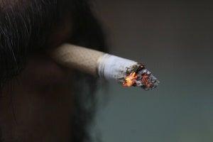 Sluta röka för att hjälpa sköldkörteln
