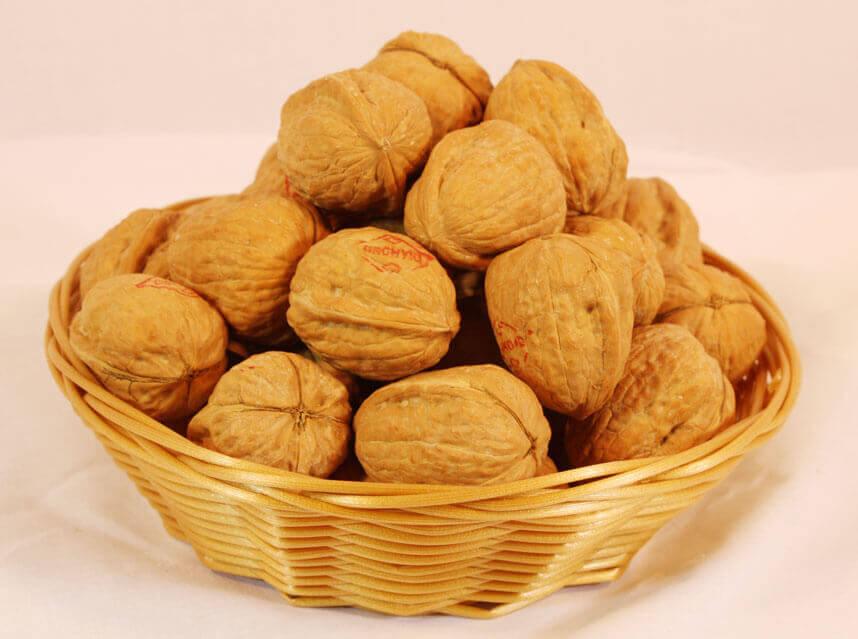 Valnötter i skål