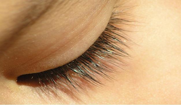 olivolja på ögonfransarna