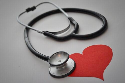 Stetoskop på hjärta