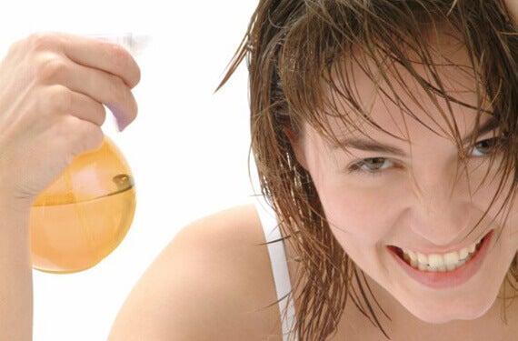 lotion sprejat på håret för at motverka håravfall