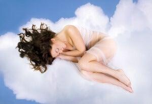 Sover på moln
