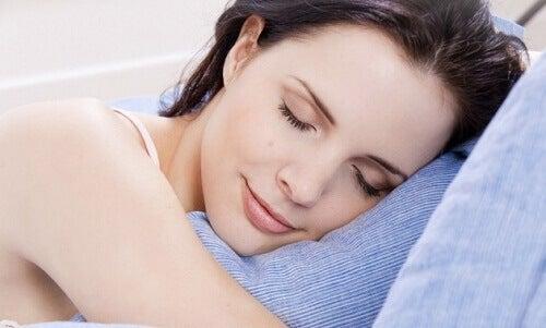 Sov bättre med en hemgjord kuddspray