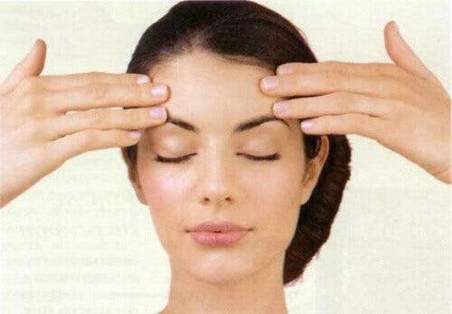 Övningar för att tona ansiktet och minska rynkor
