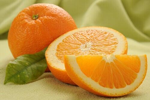 Apelsin innehåller C-vitamin