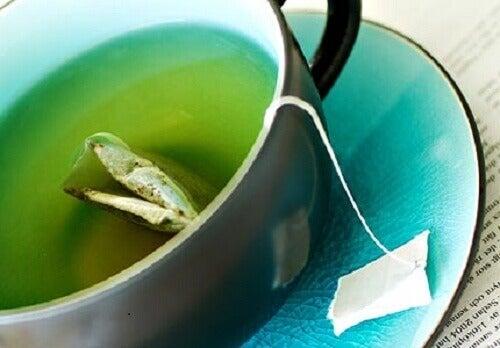 Grönt te i kopp