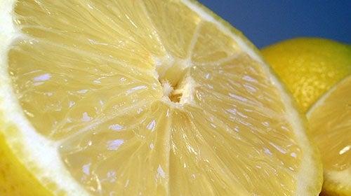 Citron är bra i många huskurer
