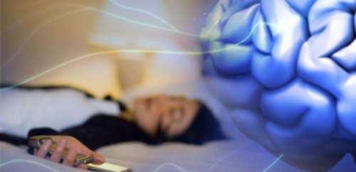Sova med mobiltelefon