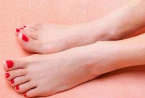 Förebygg och bli av med fotsvamp