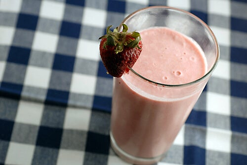 Gör läckra smoothies för viktnedgång