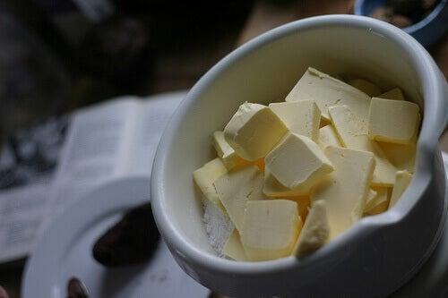 Smör i skål
