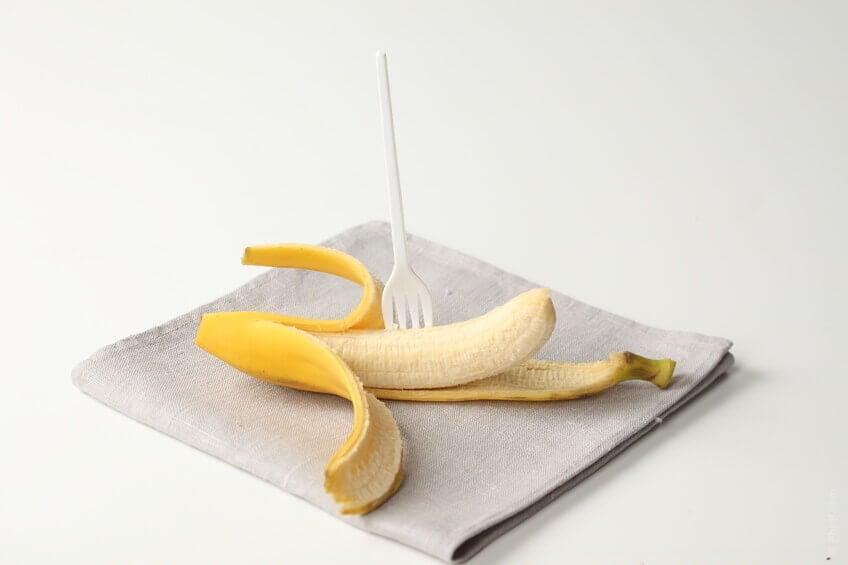Bananer är rika på kalium och hjälper kroppen att bibehålla vätskebalansen