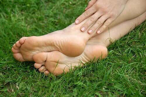 Undvik och behandla hälsprickor på fötterna
