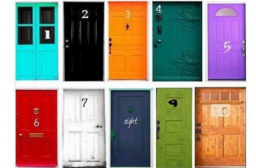 Tio dörrar