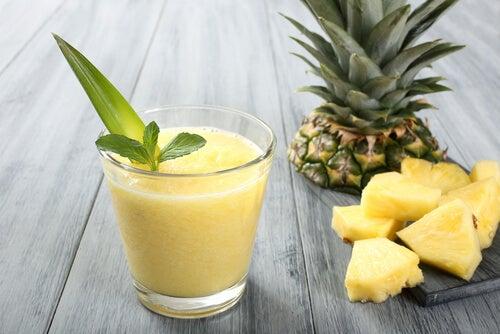 ananas i smoothie