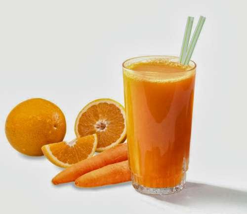Apelsin- och morotsjuice