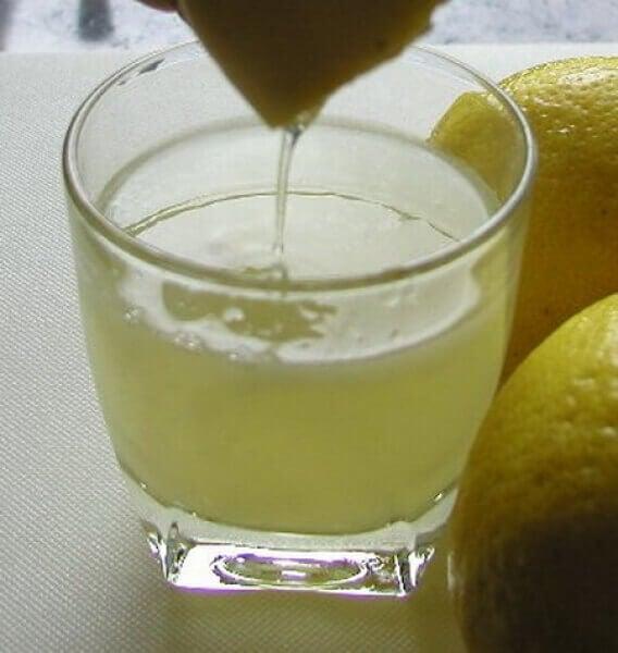 Saft från citron