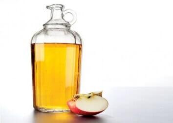 äppelcidervinäger och äpple