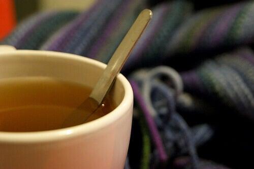 Drick teer för att lösa upp slemmet