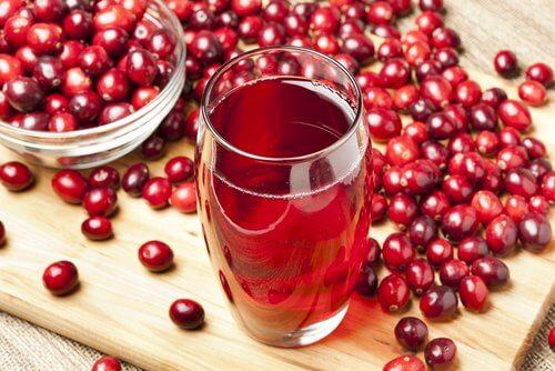 Tranbärsjuice för att snabbt lindra smärta