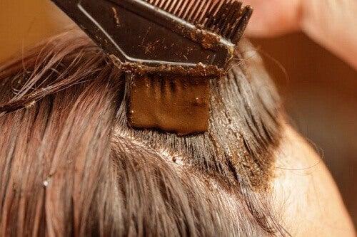 Färga håret med henna – 100% naturligt