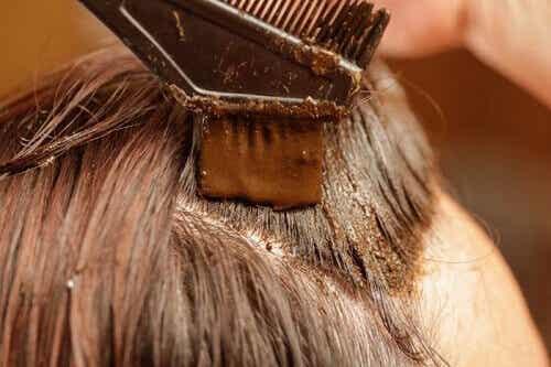 Färga håret med henna - 100% naturligt