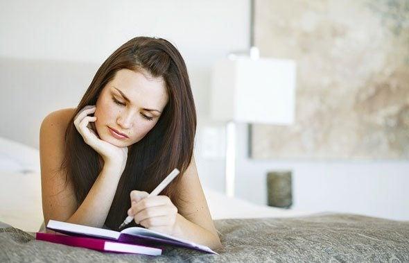 Kvinna som skriver