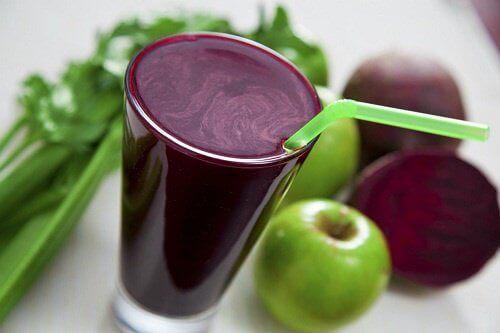 Äppel-och-rödbetsjuice