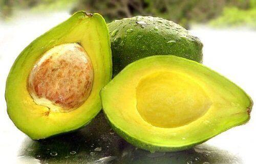 Avokado för tjockare ögonfransar